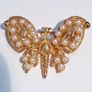 "Vintage 2"" faux pearl & gold butterfly brooch EVC"